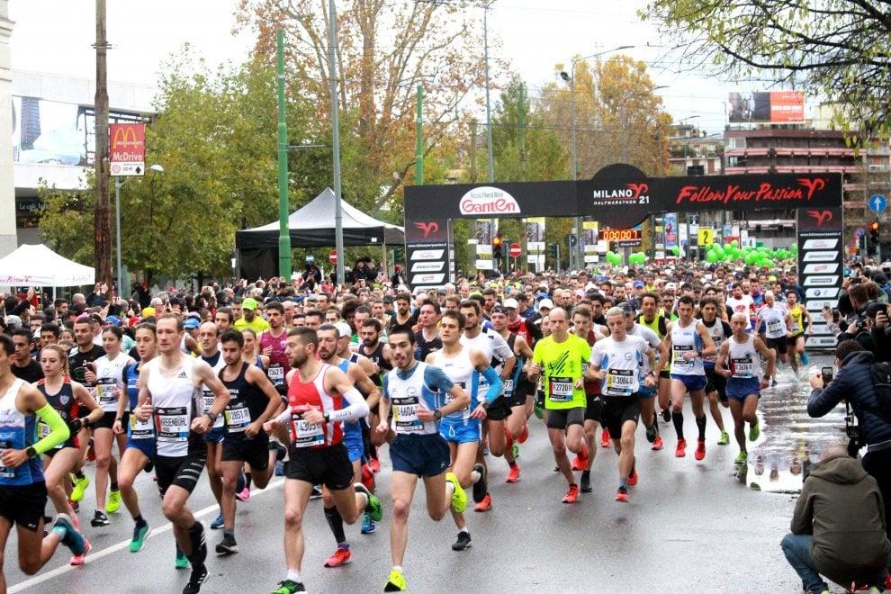 Milano half marathon, la pioggia non ferma i runner