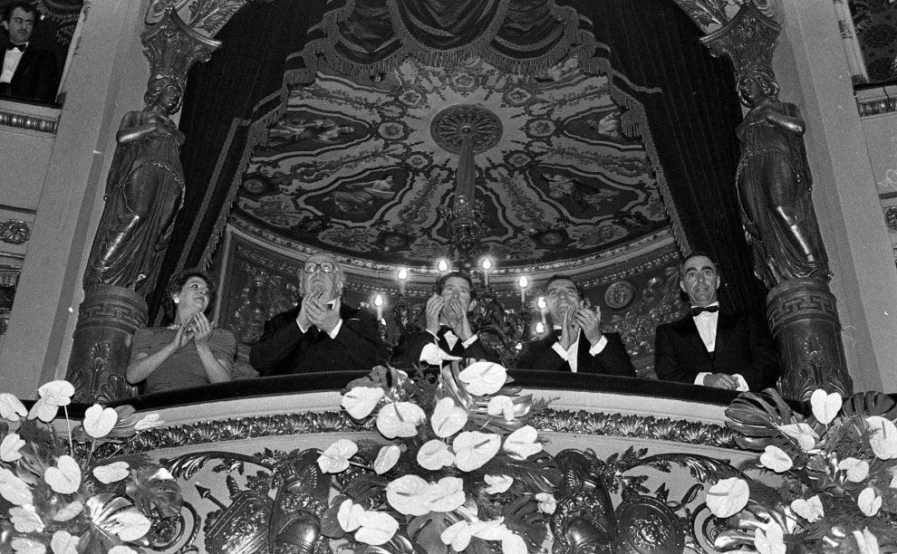 Lanci di uova e grandi ospiti internazionali: gli anni ruggenti della Prima della Scala