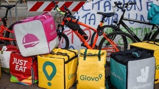 Milano, inchiesta sui rider: scattano i controlli, nel mirino sicurezza e igiene