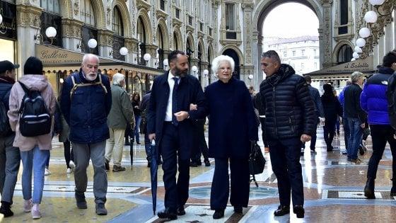 Corteo per Liliana Segre a Milano: 400 sindaci con la senatrice sfileranno in Galleria