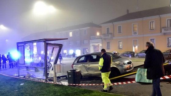 Era ubriaca la donna che ha investito due persone alla fermata del tram a Milano