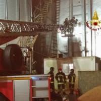 Incendio in un'azienda agricola del Pavese: in fiamme un silos con 500 quintali di riso
