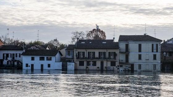 Maltempo in Lombardia, crolla riva del Ticino a Pavia. Nel Bresciano isolate due frazioni