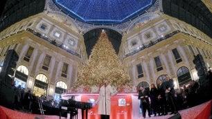 Foto                  Brilla l'albero di Natale in Galleria          : inaugurazione con Malika Ayane    · I mercatini in piazza Duomo
