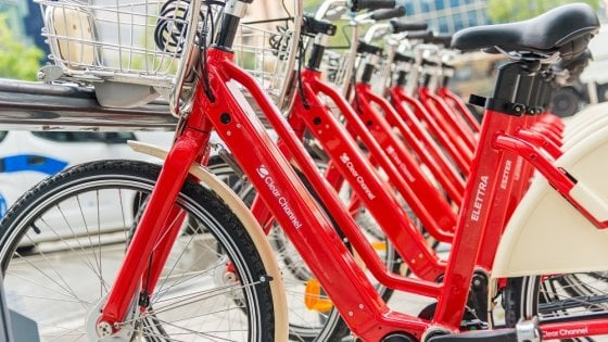 """Più leggere, con più batteria e """"personalizzate"""": ecco le nuove bici elettriche in sharing di Milano"""