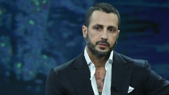 Fabrizio Corona lascia il carcere di Milano: per lui detenzione domiciliare 'umanitaria'