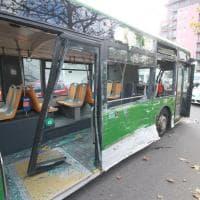 Milano, il filobus distrutto dopo lo scontro