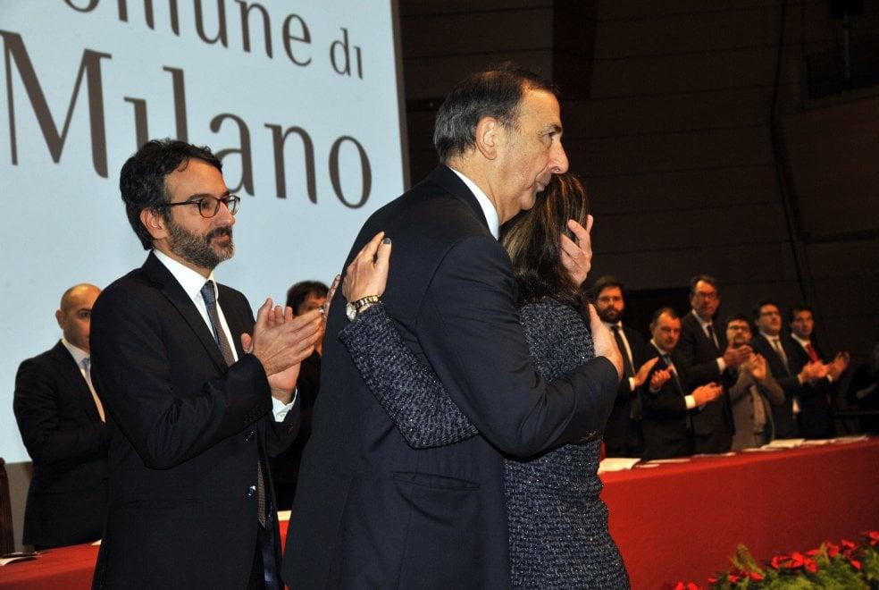La commozione sul palco degli Ambrogini per la medaglia alla memoria del tassista-eroe Eugenio Fumagalli