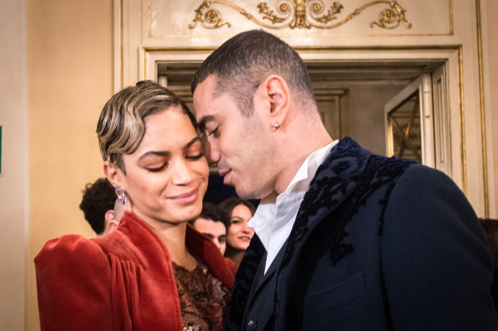 Tosca alla Scala: vincono nero e velluto tra le ospiti della Prima (ma non mancano le pellicce)