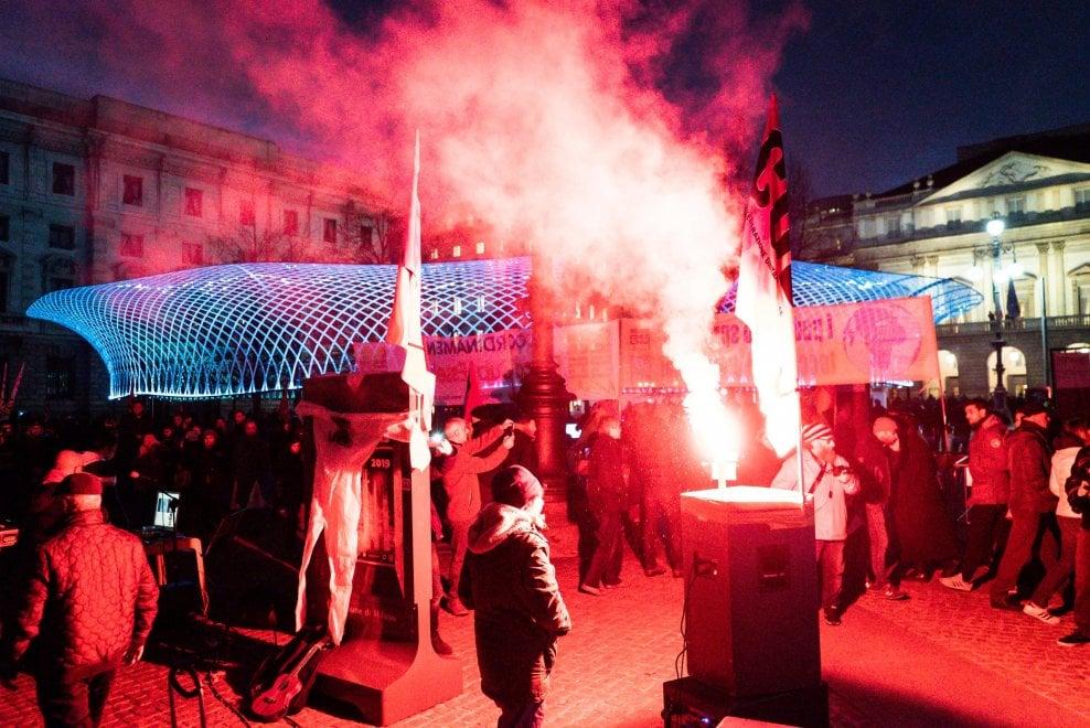 Prima della Scala, la piazza blindata. Presidi e proteste