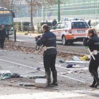 Scontro tra filobus e camion dei rifiuti, è morta la donna coinvolta