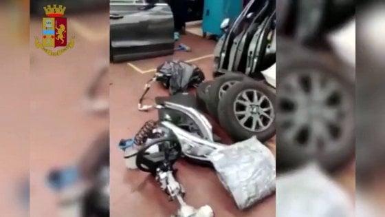 Presa la banda dei furti d'auto davanti alla metropolitana di Milano: usavano un jammer per schermare il segnale Gps