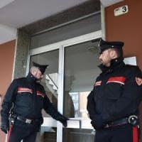 Cerca di uccidere la moglie a coltellate e tenta il suicidio: arrestato un 53enne a Sondrio. Grave la donna