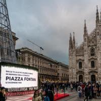 Piazza Fontana, a Milano si spengono albero e luminarie per il ricordo della strage