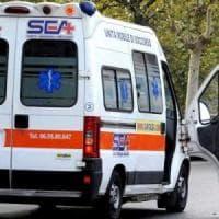 Auto contro bus di linea, tre feriti, uno è grave