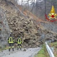 Frana sulla provinciale di Varzi nel Pavese: si scava sotto le macerie alla ricerca di possibili coinvolti