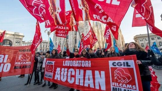 """Sciopero dei lavoratori Auchan e Simply il 23 dicembre: """"Passaggio a Conad taglia metà dei posti in Lombardia"""""""