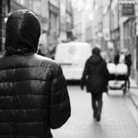 Ossessionato dalla ex fidanzata 15enne la perseguita, lascia il lavoro e si sfregia: divieto di avvicinamento per un 21enne