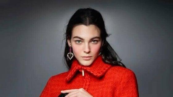 Furto in casa della top model Vittoria Ceretti in centro a Milano: i ladri portano via abiti firmati e gioielli per 80mila euro
