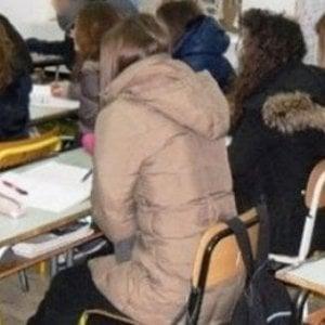 Troppo freddo nelle aule, gli studenti protestano con un 'raid' nei corridoi: 80 sospesi per tre giorni
