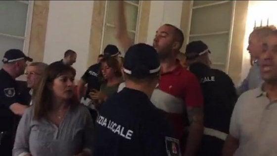 Aggressione di Casapound in Comune a Milano: chiesta condanna a un anno per Polacchi di Altaforte