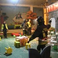 Brianza, crollano calcinacci dal soffitto di una ludoteca: ferite una donna e una bimba di due anni