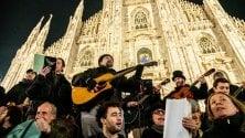 L'omaggio di Milano a De Andrè, una notte in piazza Duomo con le canzoni di Faber