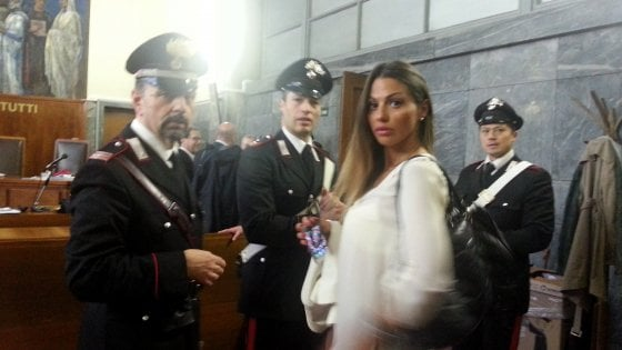 """Ruby Ter, un teste in aula: """"Berlusconi aveva rapporti a turno con le ragazze in una stanza buia"""""""