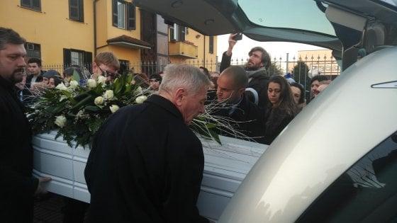 """Dodicenne morto in ospedale, il monito del parroco al funerale: """"Non dite ai genitori di rassegnarsi"""""""