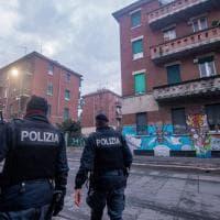 La polizia nel fortino di via Gola: perquisizioni dopo la folle notte di Capodanno