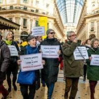 Flash mob degli ambientalisti in Galleria a Milano: