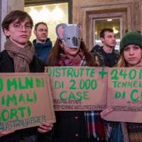 Milano, sit-in dei Fridays for future davanti al consolato australiano