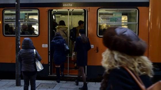 """""""Divieto di fumo alle fermate di tram e bus"""": la proposta antismog del sindaco Sala a Milano"""