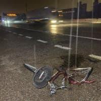 Con la bicicletta in autostrada di notte: 60enne muore travolto nel Milanese