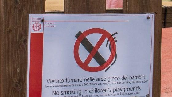 """""""Niente fumo all'aperto"""": da Tokyo e New York alle spiagge italiane, i divieti nel mondo"""