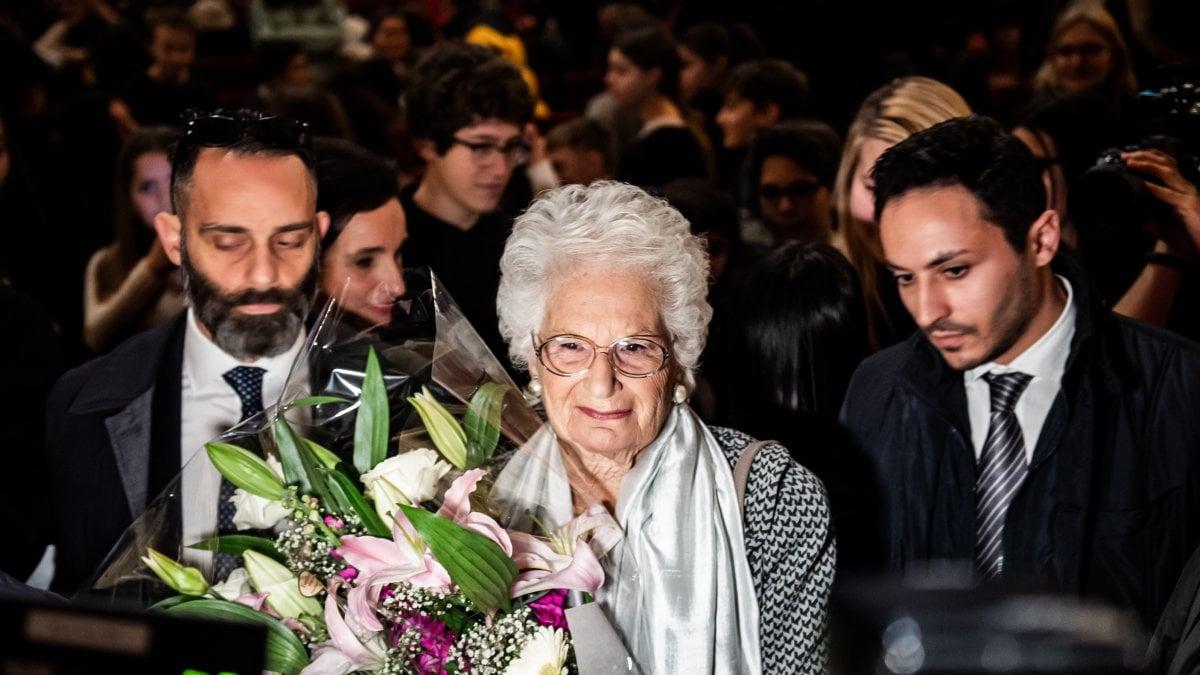 """Liliana Segre agli studenti di Milano. """"Nazisti bulli di allora. Amo la vita, anche se gli odiatori mi augurano di morire"""""""