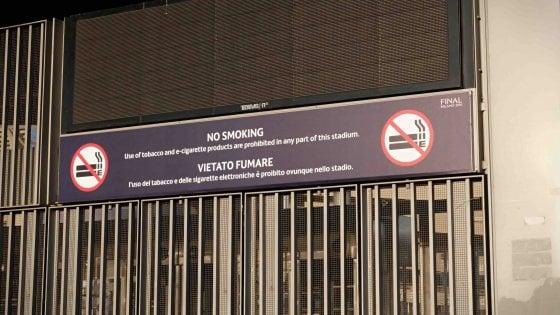 """Divieto di fumo, Sala rilancia: """"Stadio di San Siro smoking free in tempi non lunghi"""""""