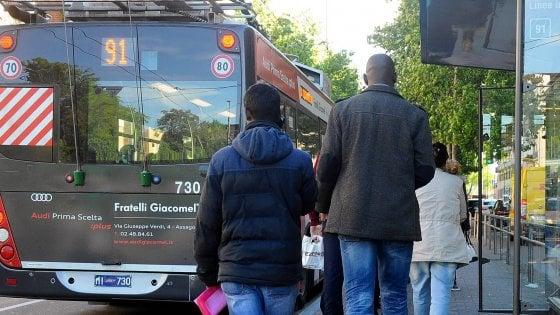 Milano, palpeggia ripetutamente una 12enne sul filobus della linea 91: arrestato un uomo di 41 anni