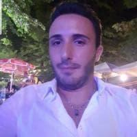 Si schianta contro un albero al rientro dalla discoteca: morto un 26enne