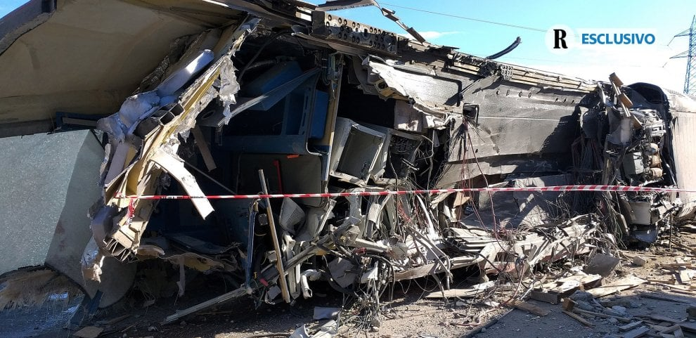 Le immagini in esclusiva della motrice del treno deragliato: il disastro ferroviario a Lodi