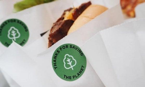 L'hamburger vegetale sbarca al Centro di Arese: 'carne non carne', locale plastic free e menù 'dog lover'