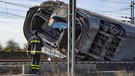 """Treno deragliato a Lodi, pm: """"Non adeguata l'attività degli operai indagati"""". Oggi gli interrogatori. Accertamenti sullo scambio"""