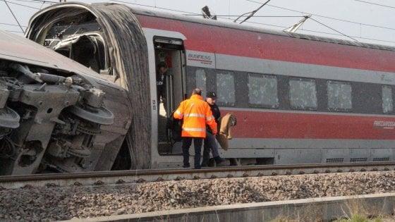 """Disastro ferroviario di Lodi, sentiti per 12 ore gli operai indagati: """"Scambio lasciato in posizione giusta"""""""