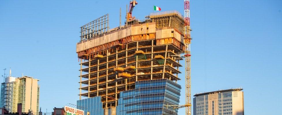 """Dalla """"Scheggia di vetro"""" al """"Nido verticale"""": la scalata dei grattacieli che trasformano Milano"""