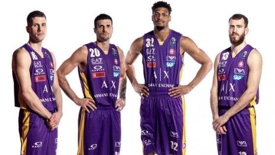 """Morte Kobe Bryant, l'Olimpia gioca a Pesaro con le maglie in suo onore. Armani: """"Grazie Mamba, sei stato esempio per tutti"""""""