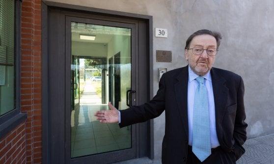 """Centro per i rimpatri, manifesti contro l'apertura, L'assessore De Corato: """"Inauguratelo in fretta"""""""