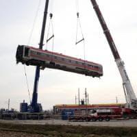 Treno deragliato, rimossa dopo dieci giorni la prima carrozza del Frecciarossa