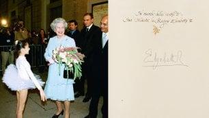 Dalla regina Elisabetta a Morales: messaggi e dediche sul libro d'onore del Comune