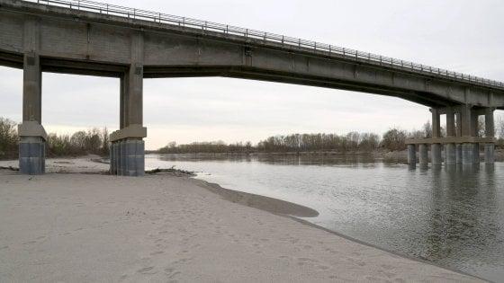"""Siccità, il fiume Po scende ai livelli dell'estate. L'allarme di Coldiretti: """"Clima anomalo in tutta Italia"""""""
