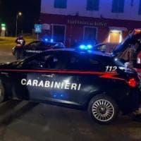 Assalto in villa nel Pavese: due anziane picchiate e rapinate, bottino da 100mila euro. Caccia a 4 banditi